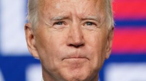 COSA DE PRENSA / Tropieza Joe Biden